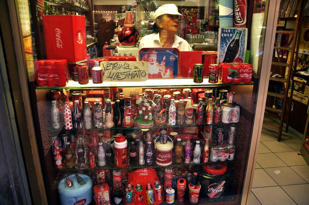 Pani Coca-Cola