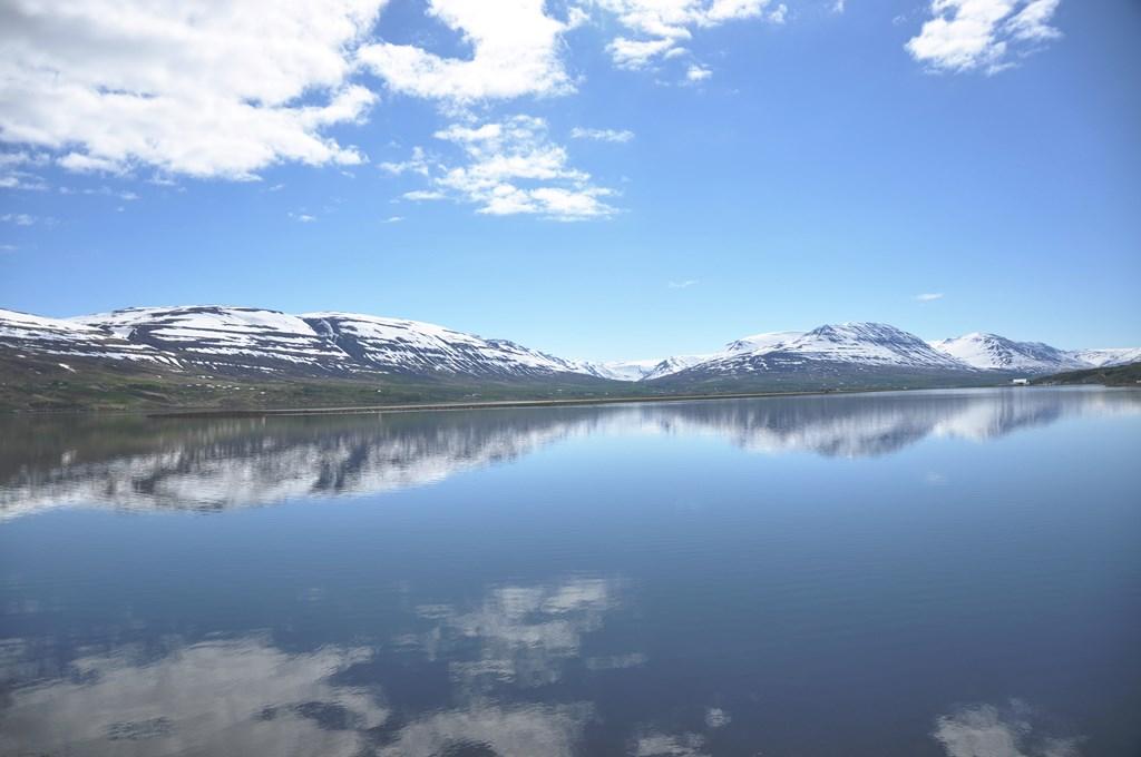 10:45. Widoki cały czas dopisują. Eyafjordur - najgłębszy fiord Islandii.
