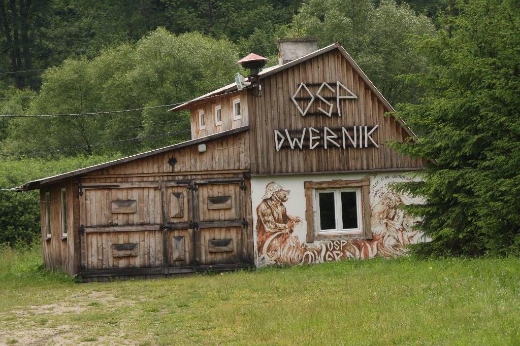 Mile dla oka prezentował się także budynek OSP Dwernik, tak bardzo autentyczny, że aż od razu pragnie zostać się strażakiem.