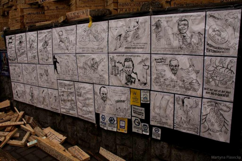 Niektórzy starają się przemówić rodakom do rozumu tworząc karykatury przedstawiające skorumpowanych i uległych polityków. Fot. Martyna Piasecka