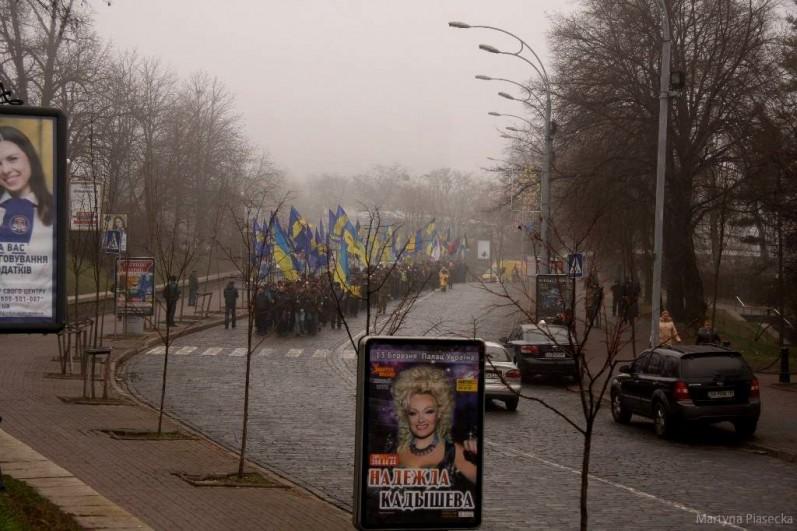Ulicami centrum przechodzą marsze. Protestujący oblegają budynki administracji sprzeciwiając się w ten sposób decyzjom władzy. Fot. Martyna Piasecka