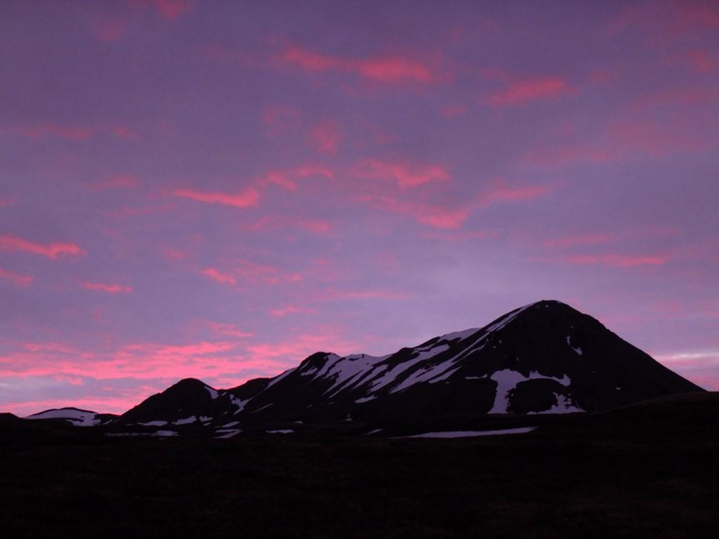 23:45. I był to strzał w dziesiątkę bo takich barw wykreowanych przez zachodzące słońce to nie widziałem nigdzie indziej.