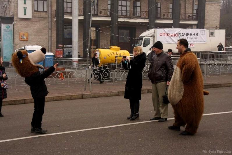 A i z prawdziwym ukraińskim misiem można sobie na placu zrobić zdjęcie. Fot. Martyna Piasecka