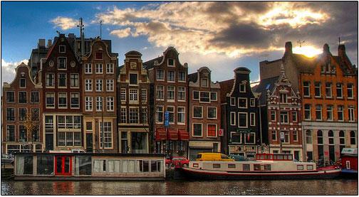 Czym Amsterdam różni się od Legolandu?