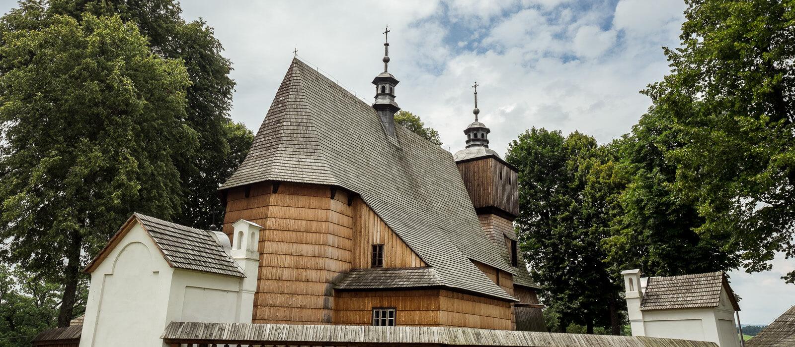 Drewno to podkarpackie złoto. 15 miejsc doskonałych na początek przygody z architekturą drewnianą