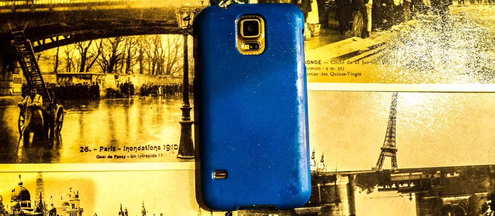 Jak fotografować w podróży, gdy wszyscy oglądają świat przez ekrany smartphonów?