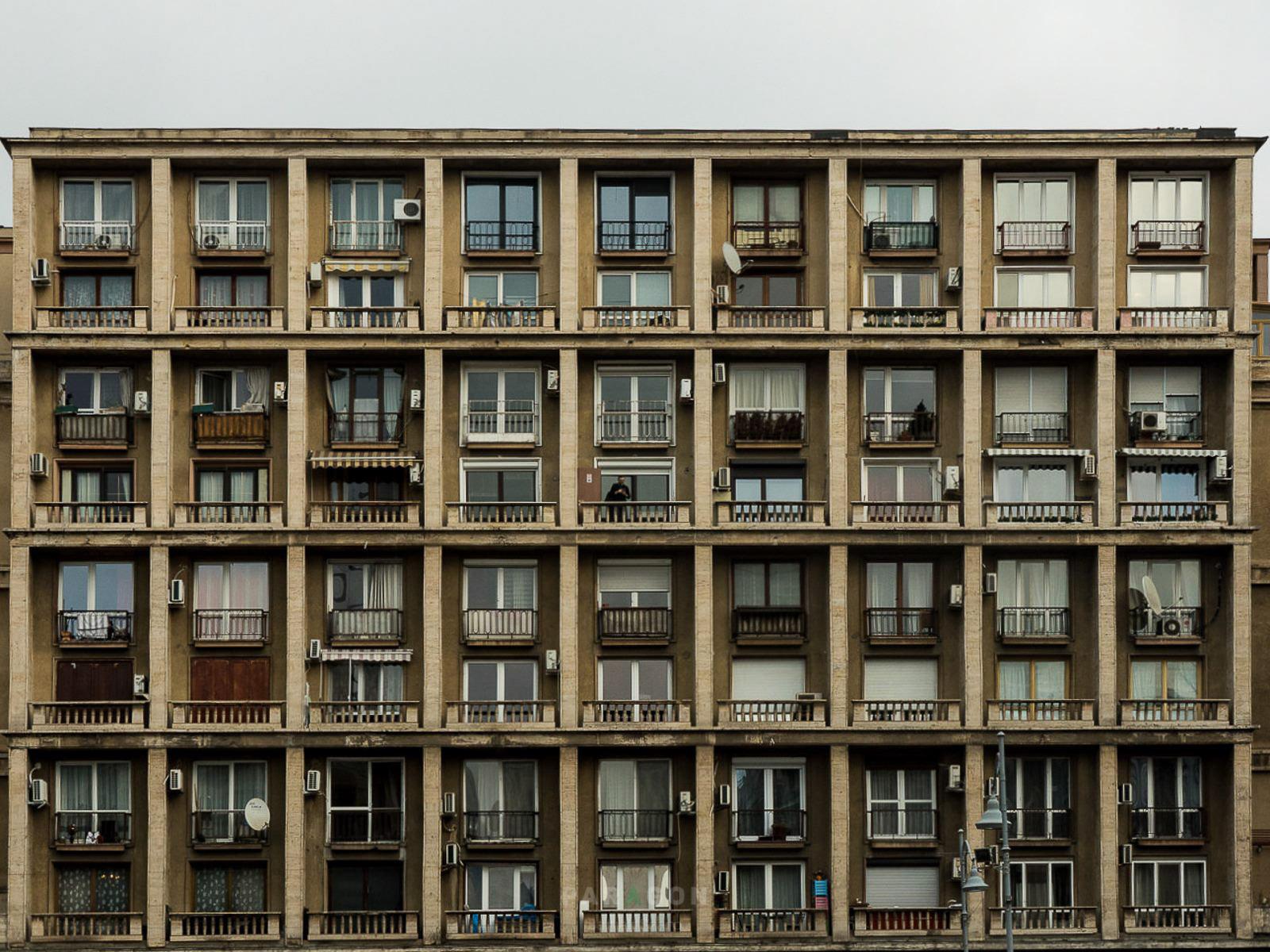 Bukareszt B-E-T-O-N-O-W-Y.  10 budowli, których szkoda nie zobaczyć w Bukareszcie